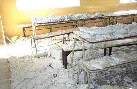 Se desplomó revestimiento de yeso en una escuela de Roca