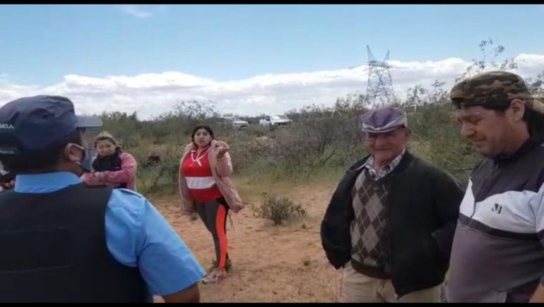 Grupo vinculado a una comunidad mapuche tomó un predio del Club Mari Menuco