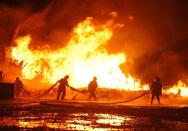 Un rayo provocó dantesco incendio