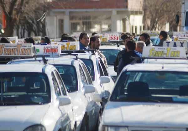 """Iniciativa para eliminar trabajo """"en negro"""" de taxistas"""