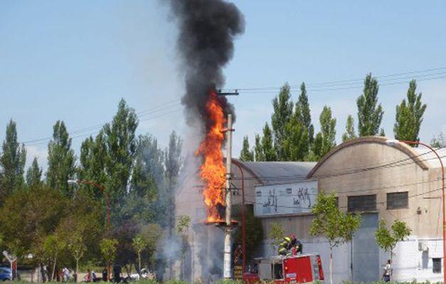 Se incendió un transformador en la Ruta Chica