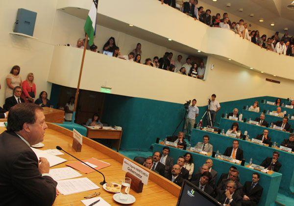 Weretilneck expone su plan de gobierno