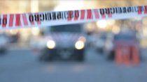 encontraron a un policia muerto adentro de un auto en roca