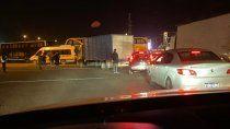 transportistas de turismo bloquean los puentes carreteros