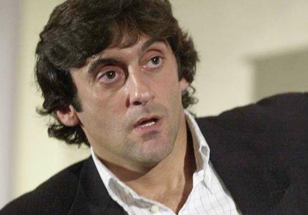 Llega Francescoli; habla con la prensa
