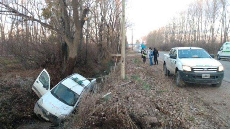 Ruta Chica: una ambulancia volcó y terminó en el desagüe