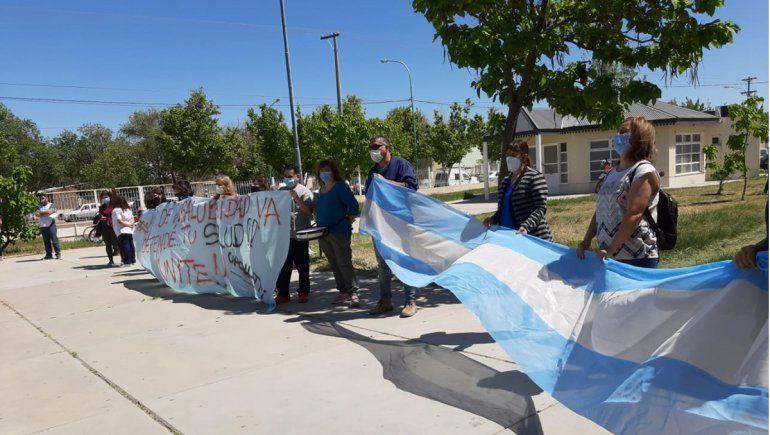 Trabajadores de salud volvieron a manifestarse frente al hospital local