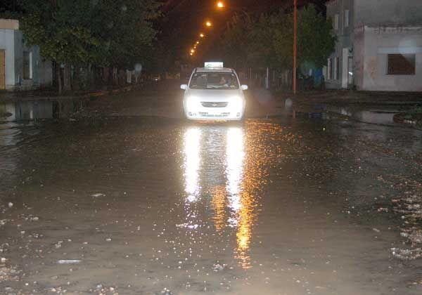 Cipoleños se quejan porque no hay taxis los días de lluvia