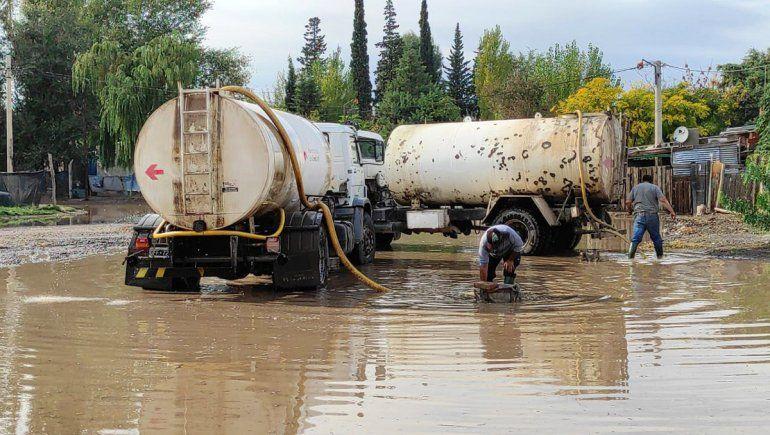 Hubo 26 asistencias, una docena de árboles caídos y calles inundadas