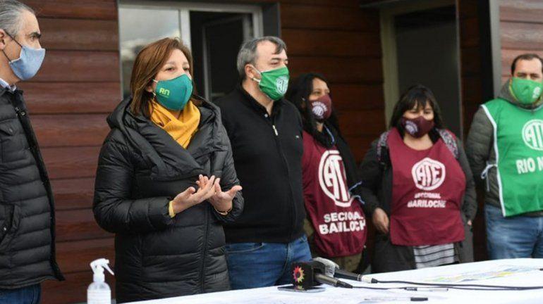 Carreras firmó la adjudicación de viviendas para trabajadoras y trabajadores de ATE