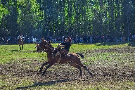 La fecha del campeonato de jineteada fue en Cervantes.