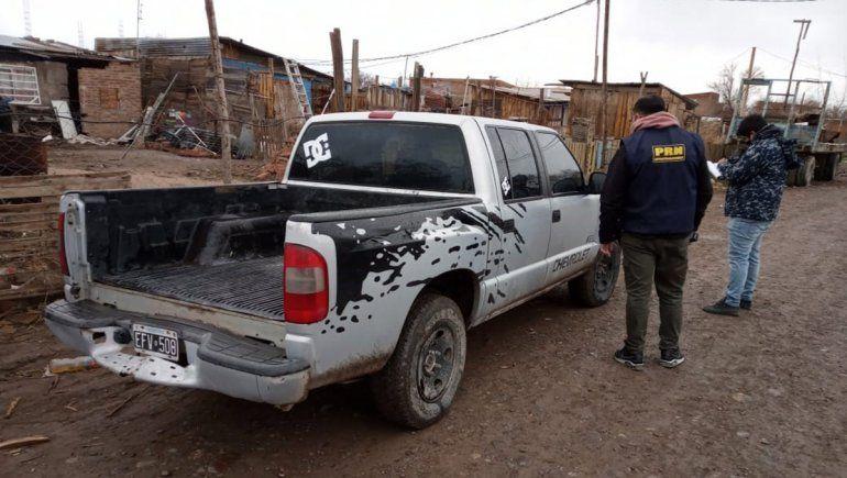 Escondían una camioneta robada en la toma 2 de Febrero