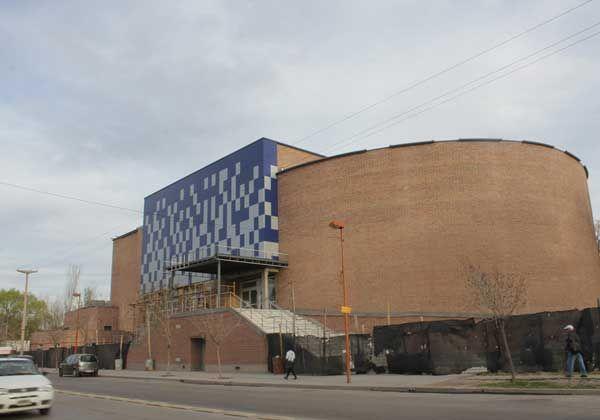 Provincia terminaría las obras faltantes del Centro de Espectáculos