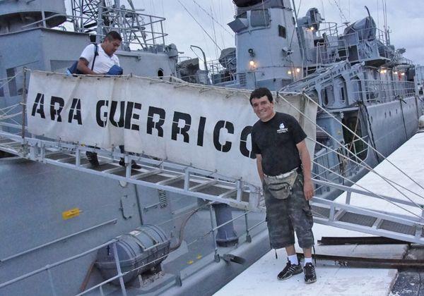 Emotiva visita de Escobar a vieja corbeta argentina
