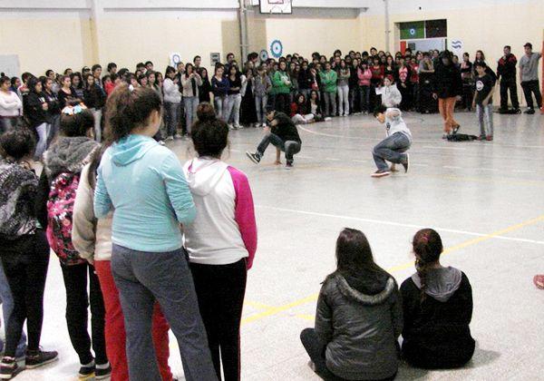 El circuito de danzas visita los colegios