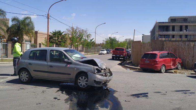 Tres personas resultaron heridas tras un brutal accidente
