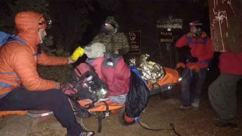 Rescataron a una mujer que se lesionó camino al refugio Frey