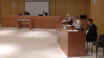 piden destituir a juez por insultar a ninos que peleaban con su hijo