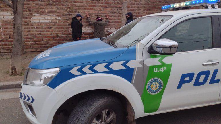 Adolescente le robó el celular a una mujer y un obrero lo atrapó en la huida