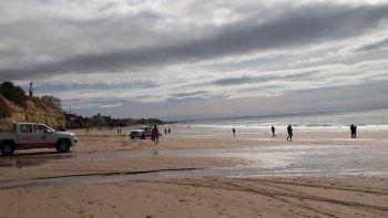 La playa de Las Grutas esta mañana. El cielo se muestra nublado, y se esperan tormentas para toda la joranda.