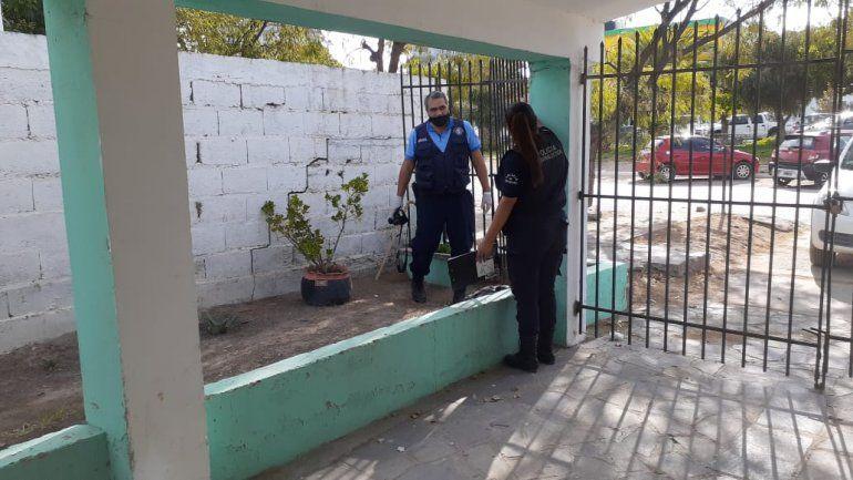 Criminalística de San Antonio hizo pericias ayer en la casa de los damnificados. Foto revista THC.