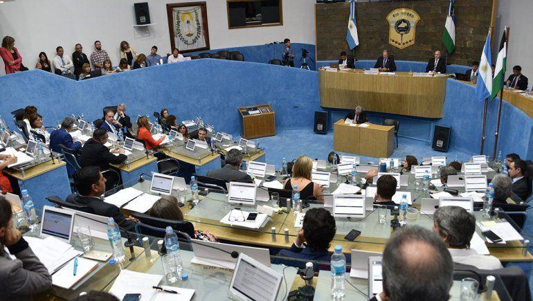Se aprobaron la ley de emergencia y el fin del pacto fiscal