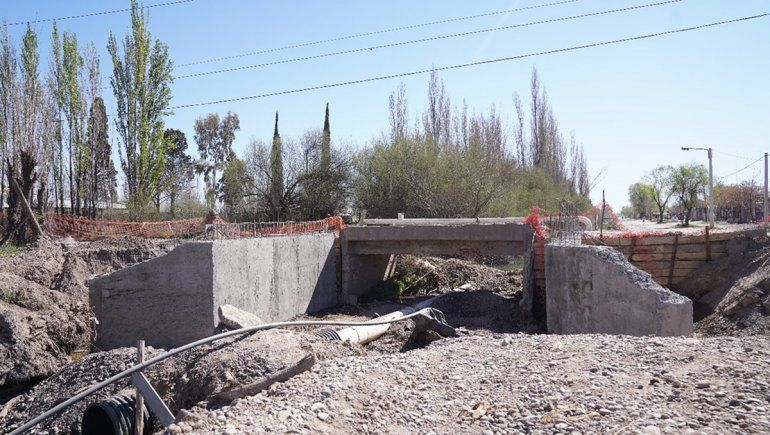 La obra de asfalto de la calle Maestro Espinosa avanza a paso firme