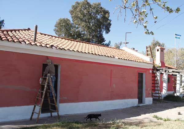 Realizan trabajos de refacción y pintan la sede del Museo Carlos Ameghino