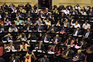 Crece la polémica por el aumento salarial de los legisladores