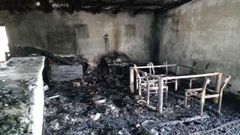 Denuncian que incendiaron la casa de cipoleña que ayuda a niños abusados