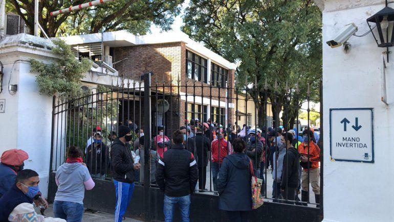 Trabajadores del hipódromo de Palermo están encerrados hace 3 meses