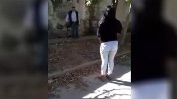 La acusan de entregar a su hija de 4 años a un anciano para violarla