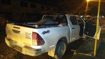 ladron se atrinchero en una camioneta en las 1200 viviendas