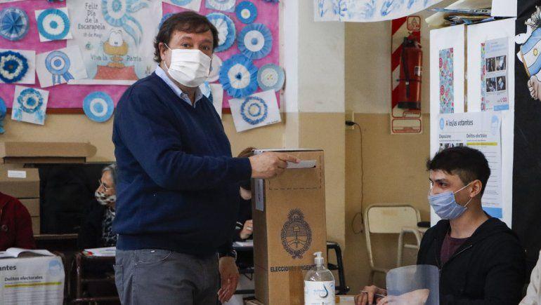 Weretilneck llegó a la Escuela 165 y emitió su voto
