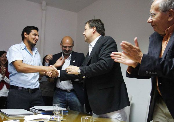 Weretilneck firmó convenios y anunció nuevas obras en Ingeniero Jacobacci