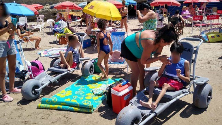 Playa inclusiva: Las Grutas tiene dos sillas anfibias
