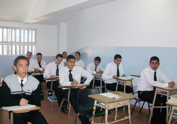 Autoridades policiales de recorrida por las escuelas de formación