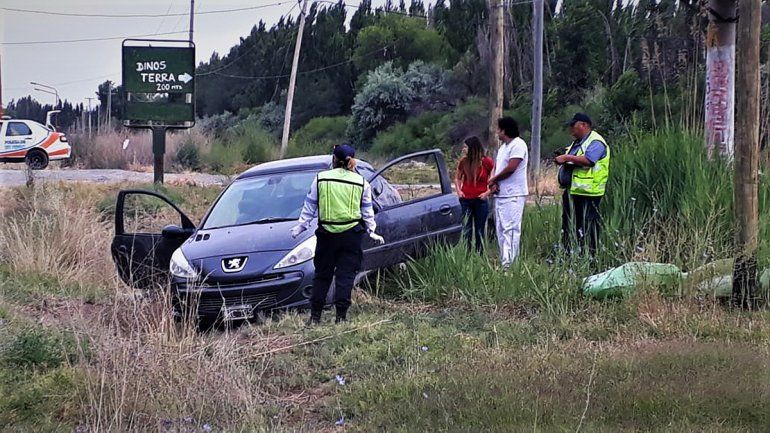 Un joven policía murió al volcar con su auto en la Ruta Nacional 151