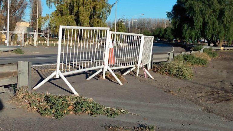 El carril exclusivo sobre los puentes carreteros no va más