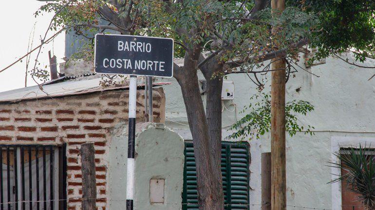 Batalla campal en Costa Norte: hubo piedrazos y balas contra una casa
