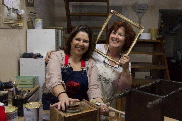 Conocé a Celia y Paula, dos amigas que recuperan la memoria de los muebles