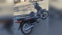 un cipoleno fue a votar en una moto robada