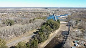 impresionante sequia: asi se ve el rio neuquen desde el drone