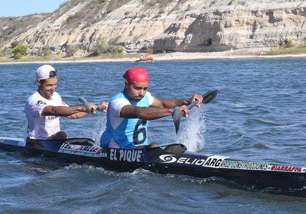 El bote de los Pacheco sigue hacia Viedma