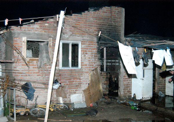 Se incendió una vivienda en toma La Alameda