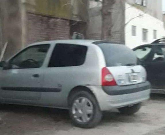 Robaron un auto en un barrio y lo abandonaron en otro