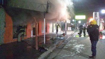 un incendio provoco perdidas totales en una tienda de ropa