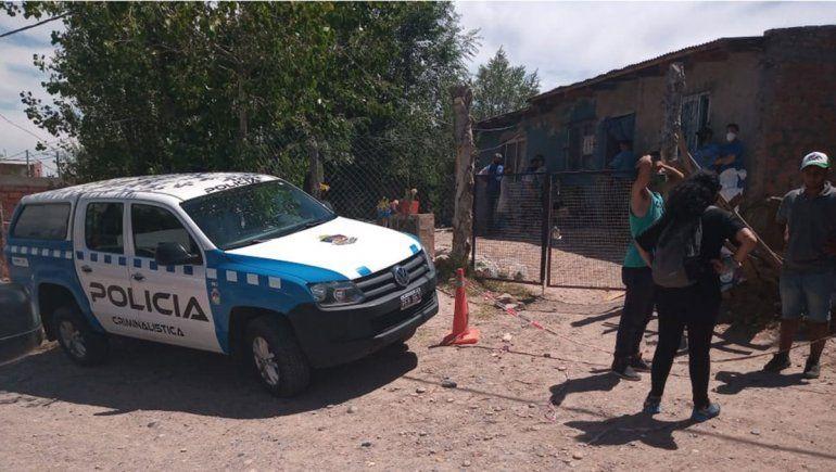 Investigan la muerte de una mujer en un barrio neuquino