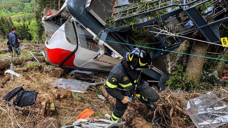 Trece muertos y dos nenes graves al caer un teleférico en Italia