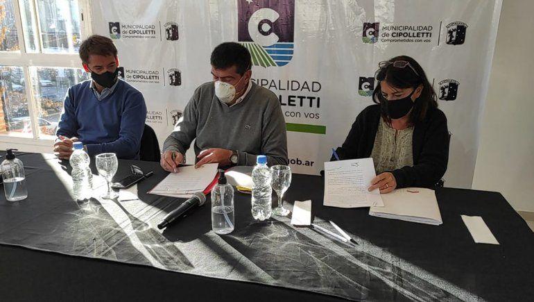 Firman convenio de suministro de servicios para el barrio El Espejo I